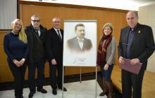 L'alcalde, la regidora de Projecció de Ciutat i Anton Pàmies (dreta) i els besnets de Caselles: J. Anton Ornosa i Marta Gispert