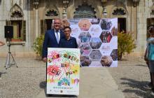 L'autor del cartell de Sant Pere amb l'alcalde Carles Pellicer