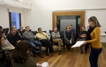 Foto de la sessió constitutiva del Consell Municipal de Salut de Reus amb la regidora Noemí Llauradó adreçant-se als assistents